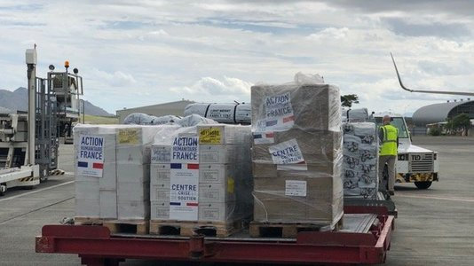 French Government hands humanitarian aid to Fijian Government